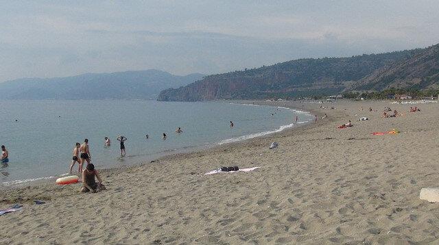 Antalya'da CHP'li belediyeden ırkçı karar: Suriyelilerin plajlara girişi yasaklandı