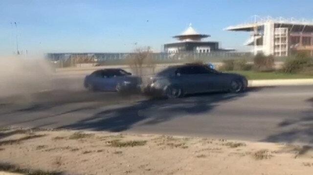 Dönel kavşakta drift yapan magandalar sürücüleri tehlikeye attı