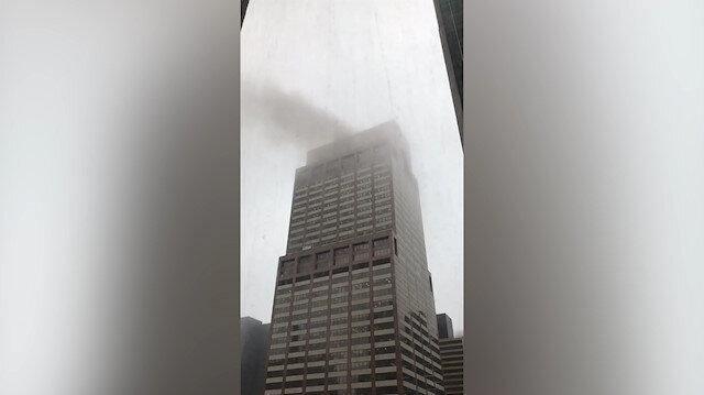 Manhattanda binanın üzerine helikopter düştü