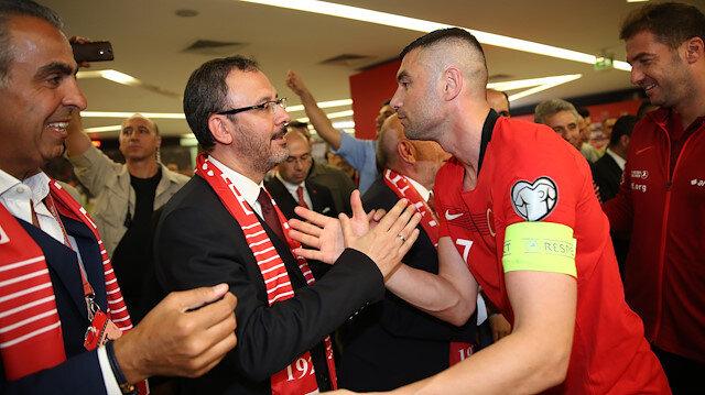 Bakan Kasapoğlu, Fransa maçı sonrası milli futbolcuları tebrik etmişti.