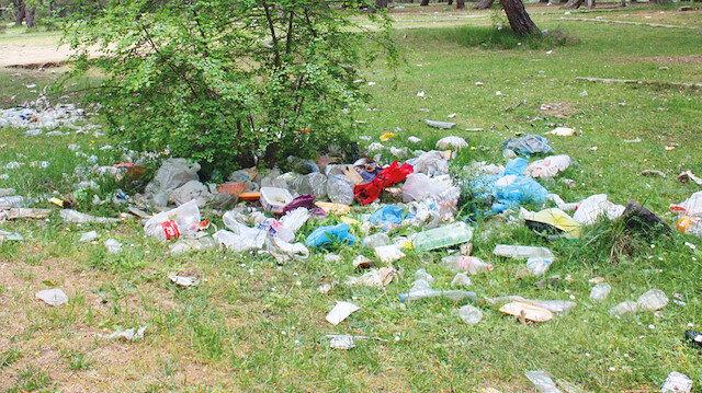 Gito yaylası sakinleri turistlerin arkalarında bıraktığı çöplerden dolayı zorluk yaşıyor.