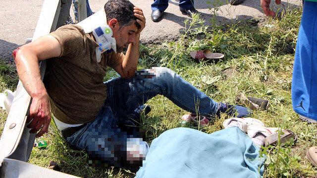 Cengiz Avşar, hayatını kaybeden oğlunun başında gözyaşı döktü.