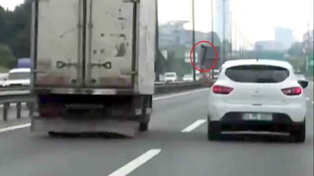 Trafikteki baltalı saldırı anı böyle görüntülenmişti.