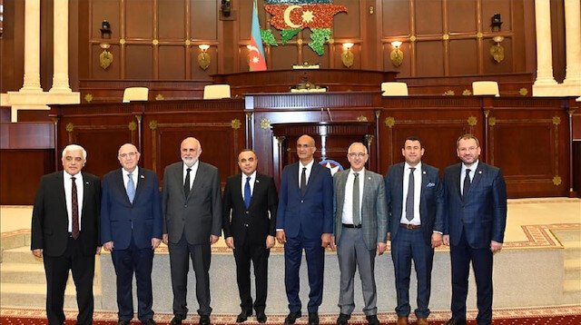 Sureyya Sadi Bilgic, accompanied by a delegation from the Turkish parliament, met Azerbaijan's parliament speaker Oktay Asadov in Baku.