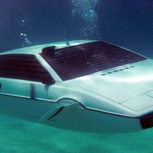 Tesla is serious about a possible record quarter, not so serious about a submarine car