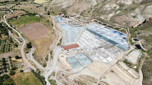 Kemah'taki tuz ocağında Doğu Anadolu Bölgesi'nin tuz ihtiyacı karşılanıyor.