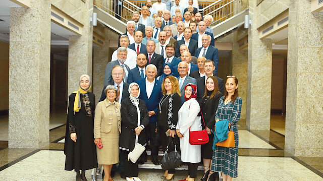 Binali Yıldırım, Haliç Kongre Merkezi'nde düzenlenen kahvaltıda, Çerkez temsilcileri ile bir araya geldi.