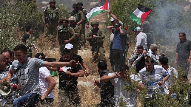 İsrail işgal güçleri, göstericilere gerçek mermi ile saldırıyor.