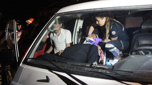 Cip ile çarpışan minibüste sıkışan hamile kadını itfaiye kurtardı