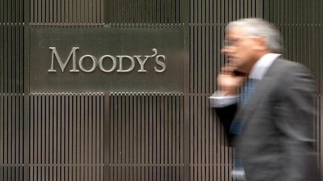 Moody's Türkiye'nin kredi notunu düşürdü.