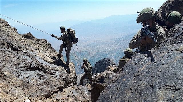 Pençe harekatına katılan askerler operasyonu devam ediyor.