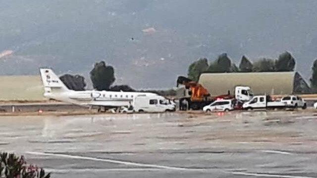 Havalimanı ise uçuşlara kapatıldı.