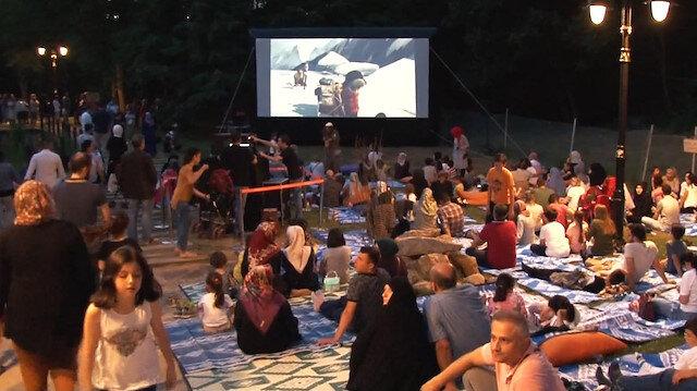 Millet bahçesinde açık hava sinema dönemi