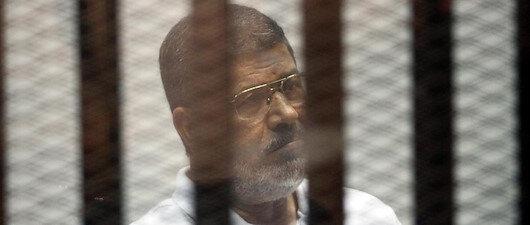 Mursi zulüm altında şehit düştü