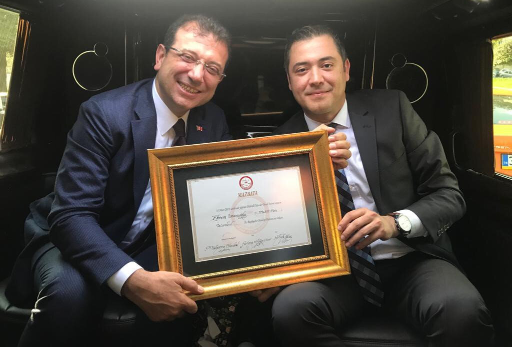 CHP'nin adayı Ekrem İmamoğlu, İl Seçim Kurulundan mazbatasını aldı.