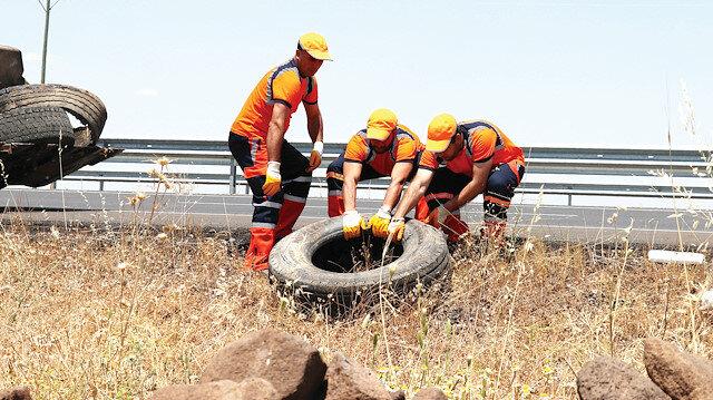 Türkiye'nin dört bir yanını saran 67 bin kilometre yol ağında, 'turuncu adamlar' görev yapıyor.