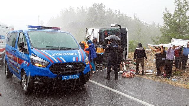 Antalya'da yolcu otobüsü devrildi: Çok sayıda yaralı var