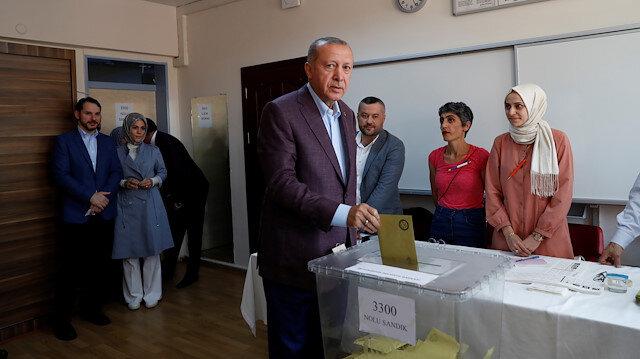 Cumhurbaşkanı Recep Tayyip Erdoğan oyunu kullandı.