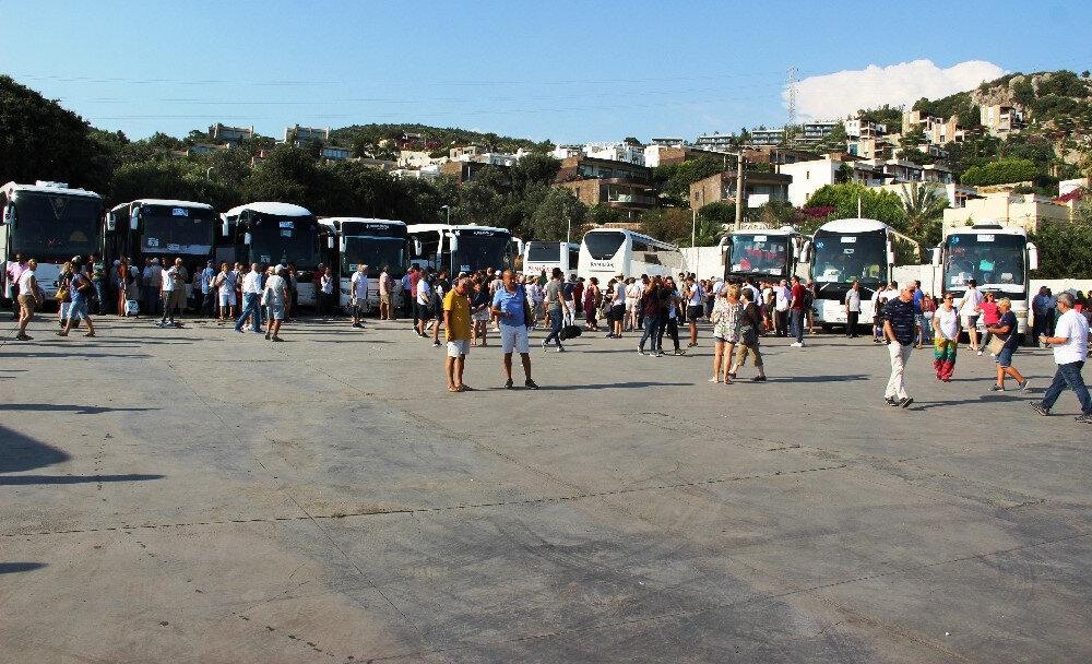 Uçakla, otomobiller ve otobüslerle giden İstanbul seçmeninin sayısı yaklaşık 10 bine ulaştı.
