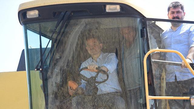 Tarım ve Orman Bakanı Bekir Pakdemirli, buğday hasadına katıldı.