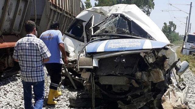Mersin'de yük treni minibüsü biçti: Bir ölü 4 yaralı
