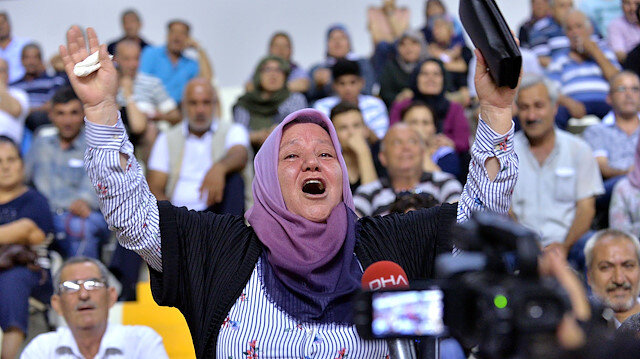 Foto/arşiv: TOKİ kura çekilişinde ismi çıkan bir vatandaşın sevinci.