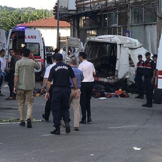 Göçmenleri taşıyan araç kaza yaptı: 11 kişi öldü