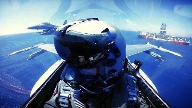 Mühimmat yüklü savaş uçaklarımız, sismik gemimiz Yavuz'u 'selamlarken'