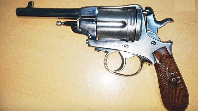1868 yapımı Nagant marka tabanca