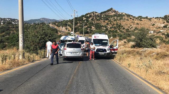 Yaralılar, ambulanslarla ilçedeki hastanelere kaldırıldı.