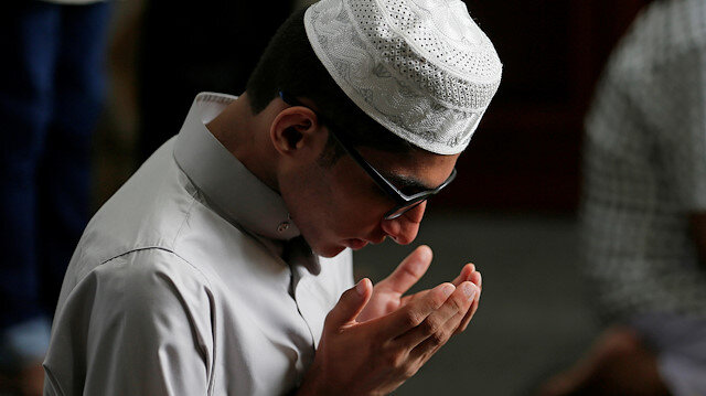 File photo: A Muslim devotee prays during the Eid al-Fitr prayers to mark the end of the holy fasting month of Ramadan in Colombo, Sri Lanka June 5, 2019.