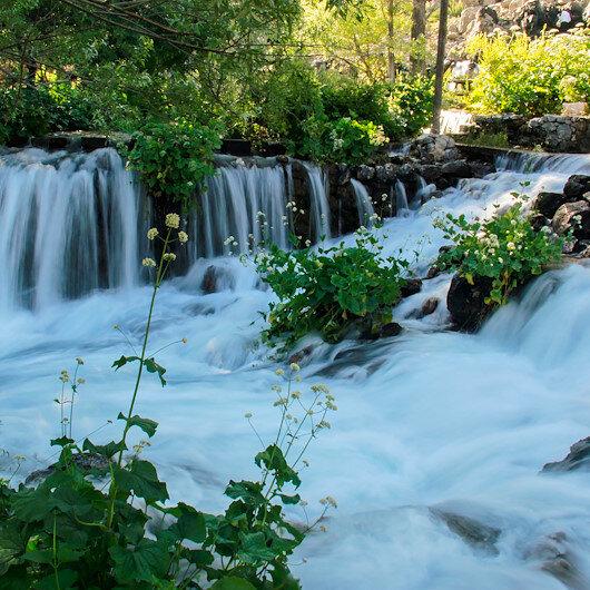 """تزايد اهتمام السياح بينابيع """"أوفاجيك"""" التركية في الصيف"""