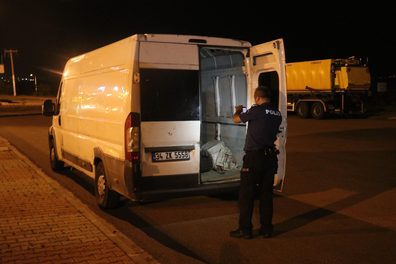 Osmangazi Köprüsü'nde kapalı kasa kamyonetten 42 düzensiz göçmen çıktı.