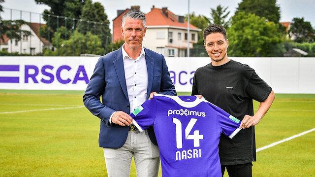 Nasri, yeni takımının formasıyla poz verdi.