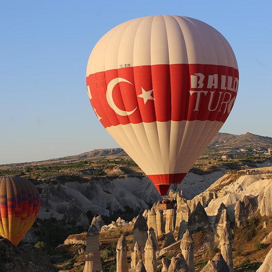 سماء كبادوكيا التركية تحتفي بـ 12 ألف طلعة بالمناطيد