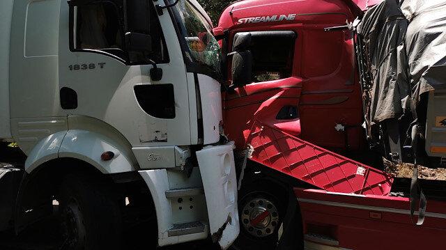 Kaza nedeniyle kapanan yol, araçların kaldırılmasıyla yeniden trafiğe açıldı.