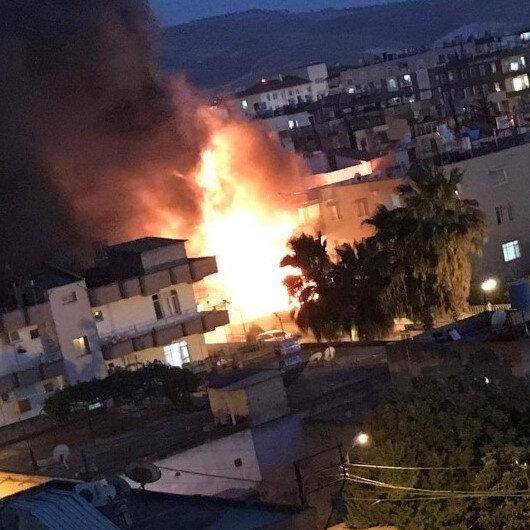 Reyhanlı'da boya deposunda yangın: Yaralılar var