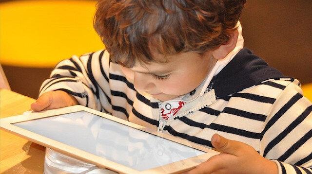 Çocukların internetteki yeni akımlara karşı dikkatlice takip edilmesi gerekiyor.