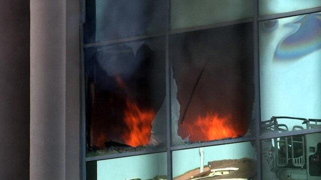 Yangında camların kırıldığı görüldü.