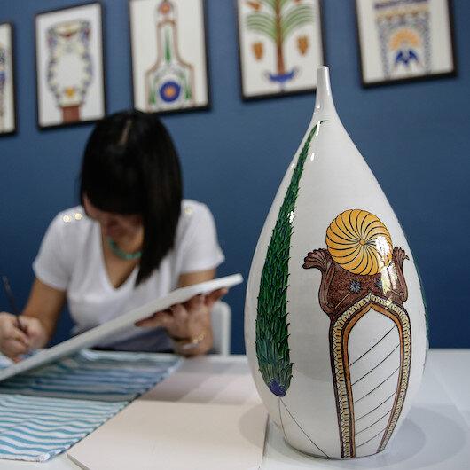جامكران.. فنانة تركية تنقل الفن العثماني من الأضرحة إلى اللوحات؟