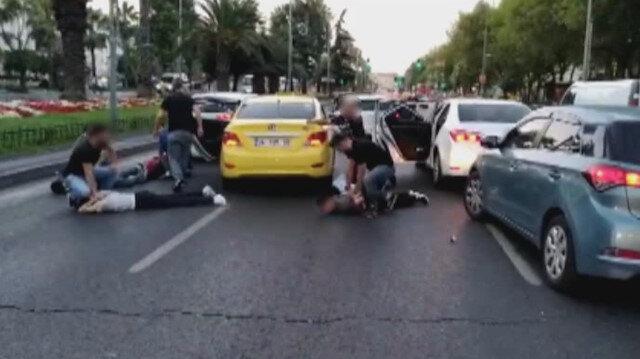 Şüphelilerden bazıları Vatan Caddesi'nde durdurulan bir takside gözaltına alındı.