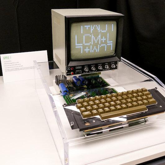 Apple'ın ilk bilgisayarına ait kullanma kılavuzu satışa çıkarıldı
