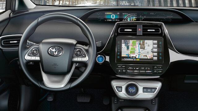 Toyota Prius'un ön paneli tamamen dijital göstergelerden oluşuyor.