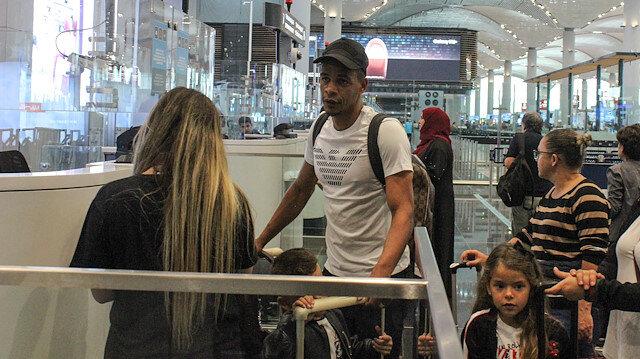 Ferando ailesiyle birlikte Türkiye'den ayrıldı.