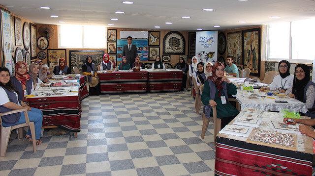 """طالبات تركيات يشاركن في برنامج بالأردن لتعلم """"الفسيفساء"""""""
