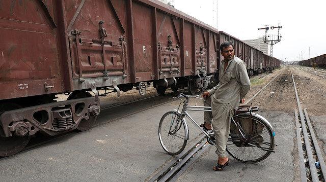 Pakistan: 16 killed, 84 injured in train collision