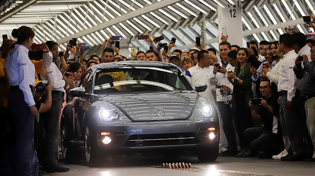 Volkswagen in Puebla rolls out its last iconic Beetle