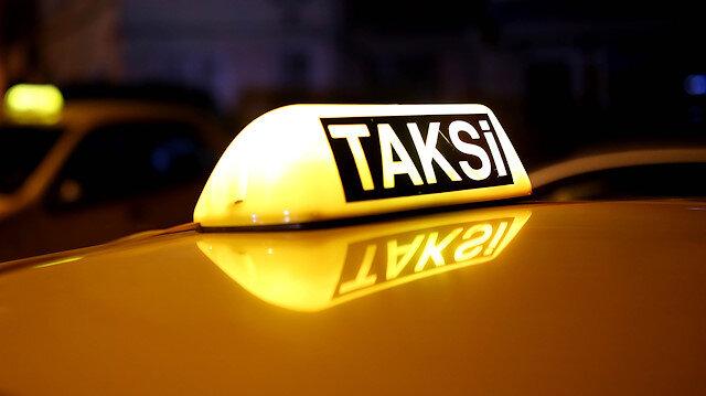 Taksicilerin kısa mesafede indi-bindi uygulamasına rağmen yolcu almamayı sürdürdüğü belirtiliyor.