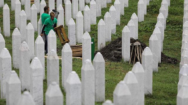 Srebrenitsa soykırımının 33 kurbanı bugün şehitliğe defnedilecek