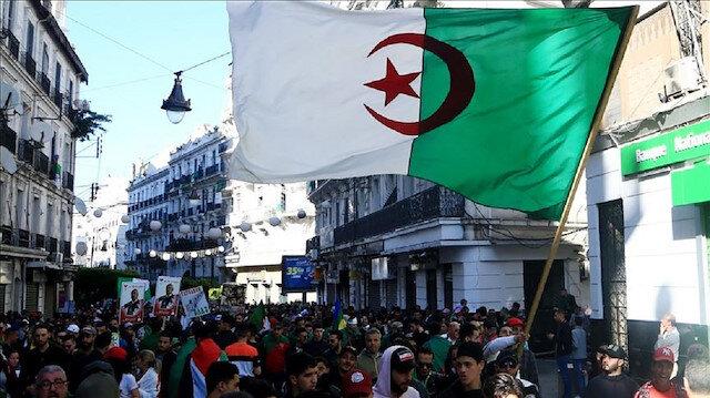 ثلاث رسائل سياسية بعد وصول نائب إسلامي لرئاسة البرلمان الجزائري